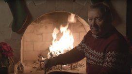 Kevin Spacey reapareció en las redes con un insólito video: Matalos con amabilidad