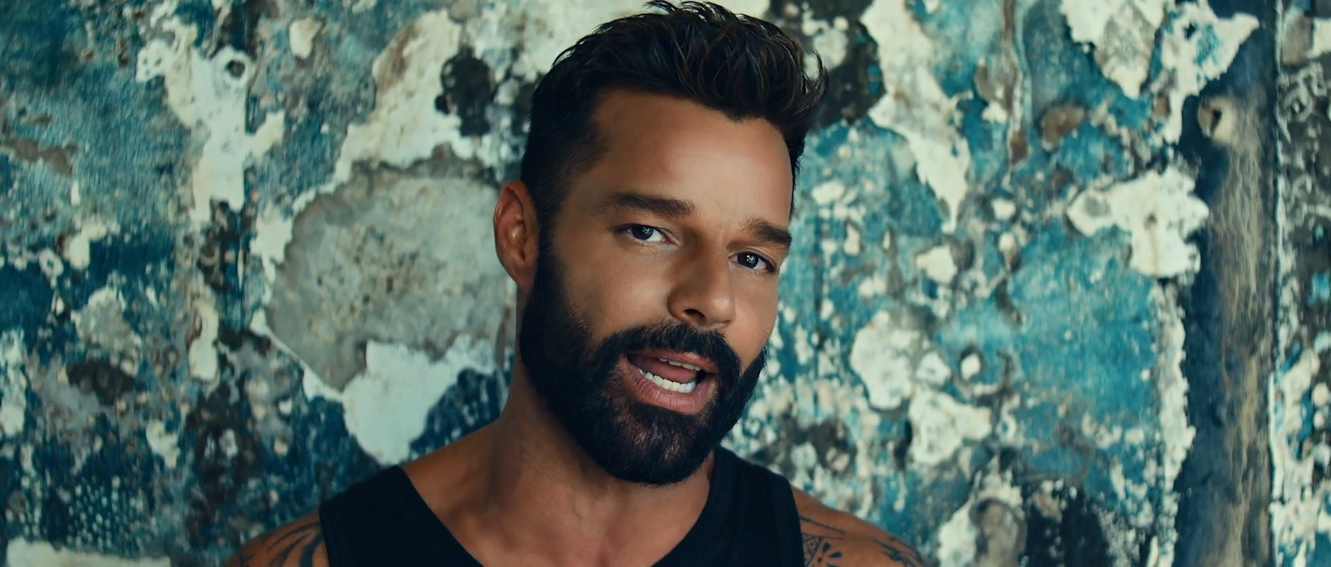 Ricky Martin estrenó el video de Tiburones, su nueva canción