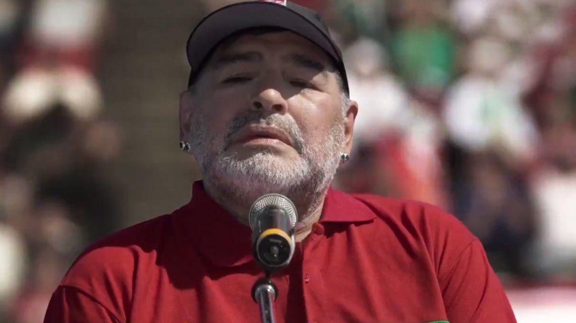Diego Maradona recreó el discurso de su despedida en Puerta 7: La pelota sí se mancha