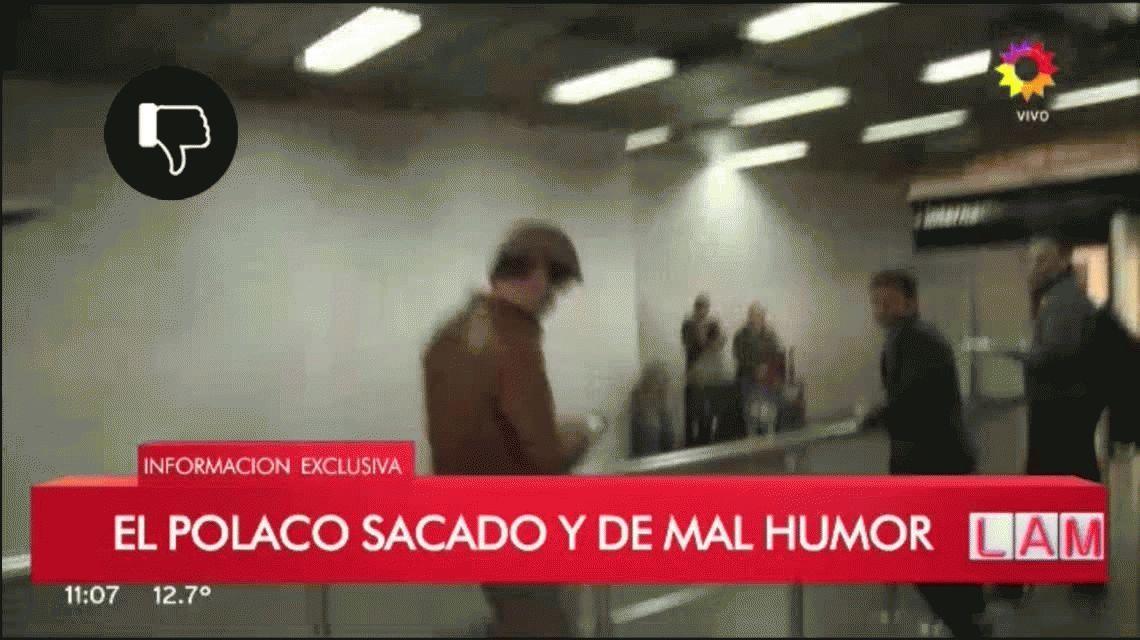 VIDEO: El Polaco insultó y hasta quiso besar a una notera en un móvil