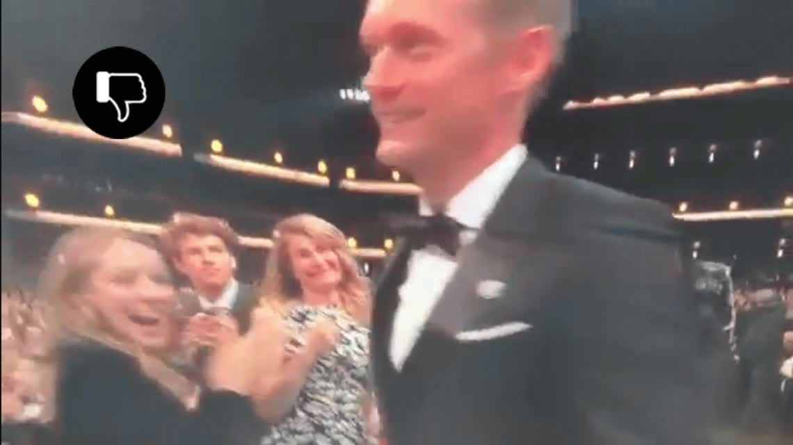 Emmy 2017: Nicole Kidman besó en la boca al actor Alexander Skarsgård