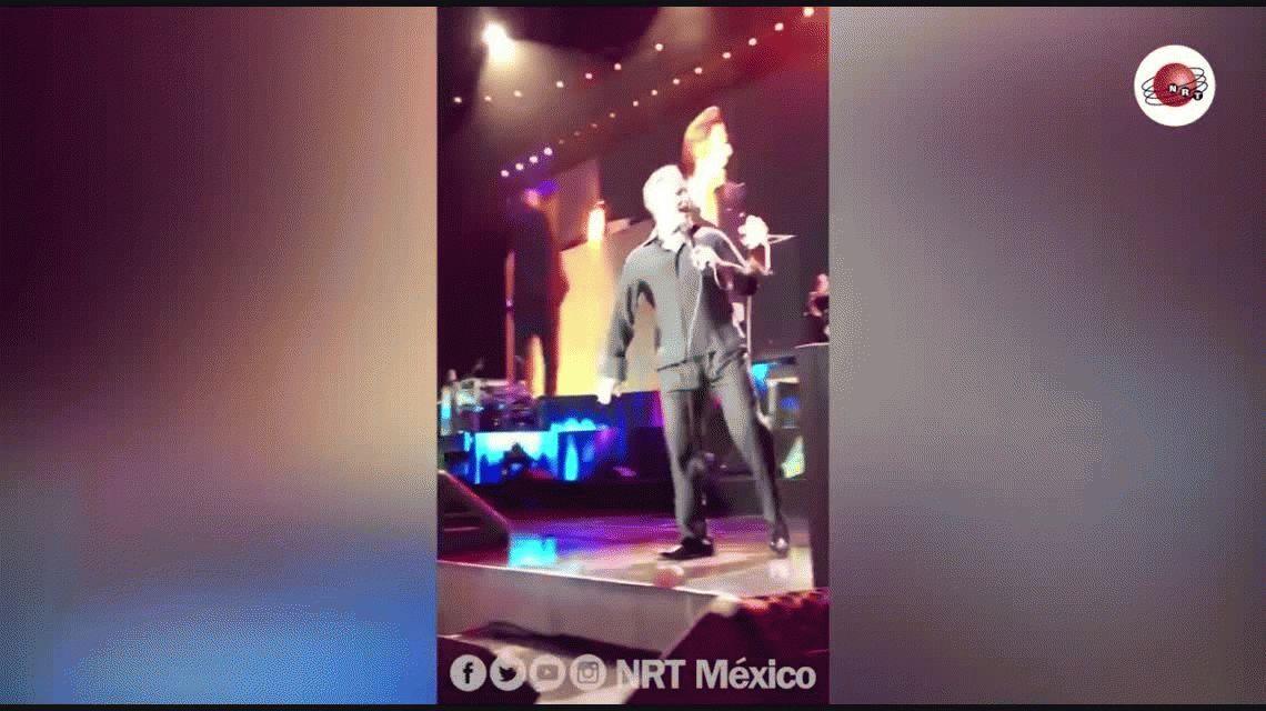 ¡Qué momento! Luis Miguel tuvo una erección en pleno show