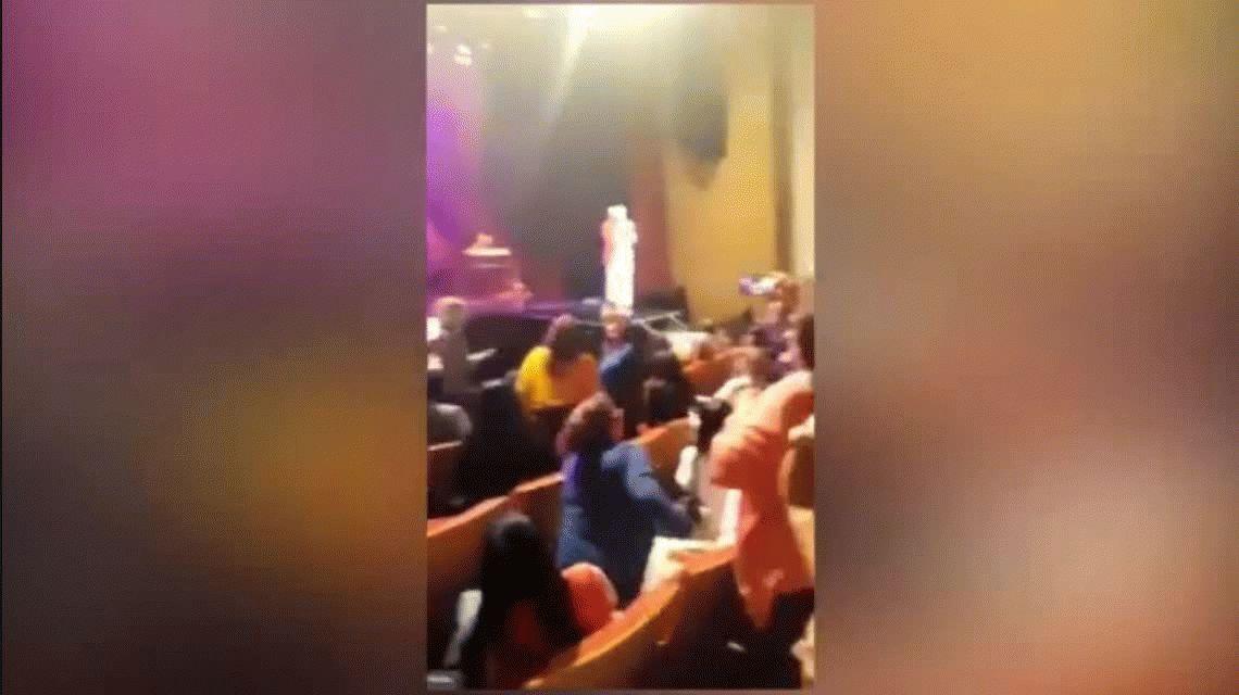 VIDEO: Así fue la caída de Sergio Denis durante un recital en Tucumán