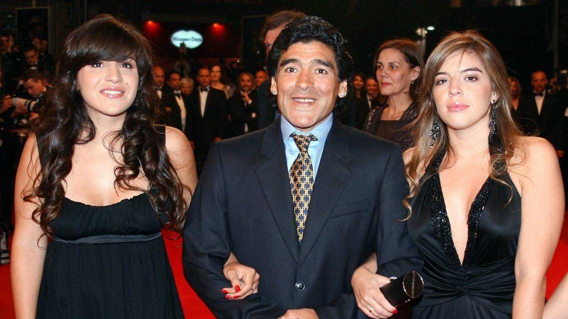 La guerra de Diego Maradona con sus hijas por el casamiento de Dalma