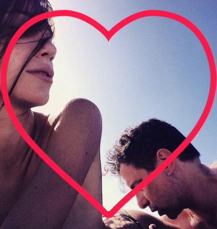 Micaela Breque y Andrés Calamaro festejaron el Día de los Enamorados: mensaje tierno y beso en la cola