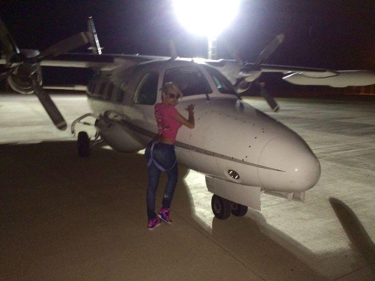 Las fotos de Vicky Xipolitakis en avión privado: se da la gran vida, del Faena a Carlos Paz
