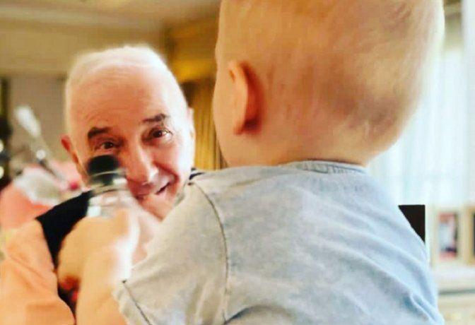 El recuerdo de Jonathan Viale a Mauro con tiernas fotos de su hijo: El mejor abuelo de la historia