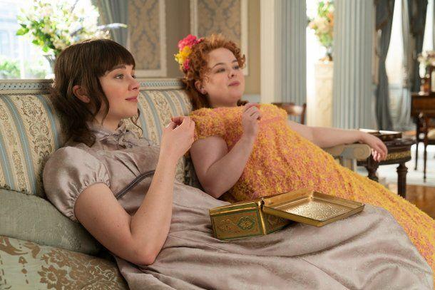 Eloise Bridgerton (Clausia Jessie) y Penelope Featherington (Nicola Coughlan), dos de los personajes más queridos de la serie
