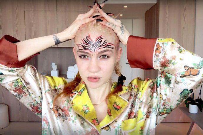 La cantante Grimes mostró sus hermosas cicatrices alienígenas