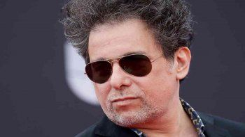 Andrés Calamaro estrenó el video de Mi bandera junto a León Gieco y un homenaje a Maradona